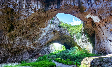 bulgaria-lechov-nature-caves