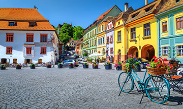 romania-sighisoara-central-square-bike