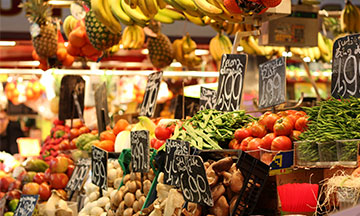 spain-madrid-food-market-fruit-stall