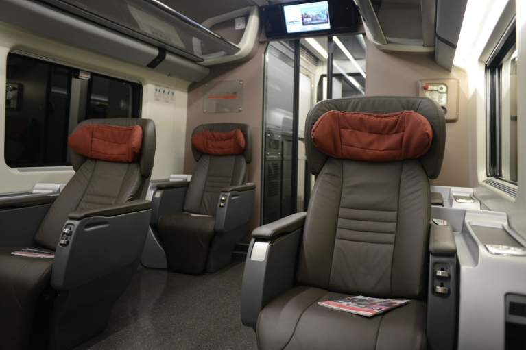 Interior of Le Frecce train 1st class