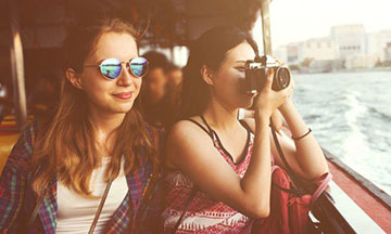 general-girls-on-boat-photographing
