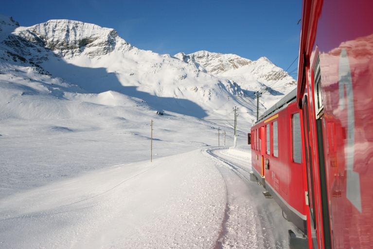 bernina_express_in_winter