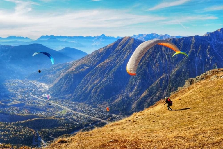 paragliding_in_france_1000w
