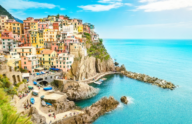 italy-cinque-terre-summer-sunny-day-sea-view-early-bird